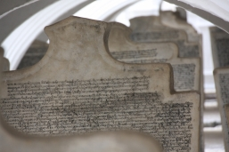 """Steintafeln des """"Größten Buchs der Welt"""""""