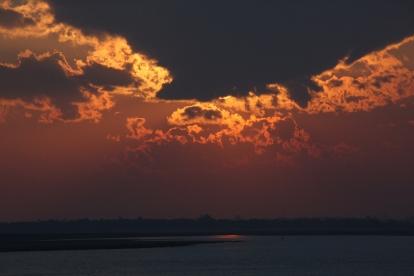 Aber immerhin ein netter Sonnenuntergang, kurz vor unserem Eintreffen in Rangun