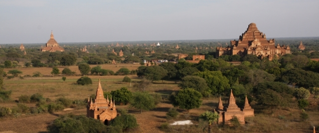 überall Stupas, soweit das Auge reicht - total beeindruckend