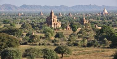 wir setzen die Tempelanlagen von Bagan gleich mit der Chinesischen Mauer, den Pyramiden von Gizeh oder Angkor Wat - alles gleich beeindruckend (in Bagan merkt man allerdings deutlich weniger Tourismus)