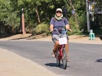 auch Heikes E-Bike hat nicht die optimale Größe - es funktioniert dennoch ganz gut - optimal, um zwischen den über 2000 katalogisierten Objekten in Bagan herumzukommen