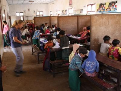 kurzer Besuch in einer Waisen-Schule