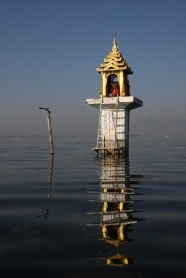 Tempel in Mitten des Sees