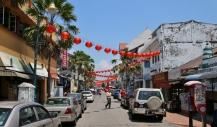 """Eine neue Erfahrung: """"Chinese New Year"""" - es wird viel geschmückt und dann werden für fast drei Wochen die Bürgersteige hochgeklappt (da läuft dann nichts mehr...)"""