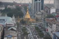 """Blick von oben auf eine nicht sehr bemerkenswerte Stadt """"Rangun"""""""