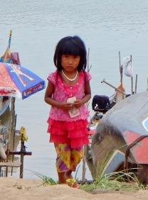Mädchen am Fluss
