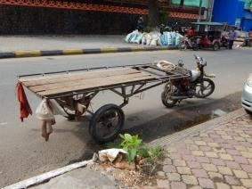 ohne Moped geht nichts - transportiert wird alles