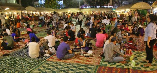 Abendessen auf dem Night Market - mit sehr viel Atmosphäre