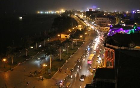 Blick über die Promenade am Mekong
