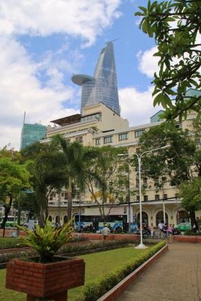 """Blick auf den Bitexco Financial Tower (eine kleine Version des in Shanghai entstehenden """"Shanghai Tower"""")"""