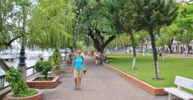 Walk am Saigon River.