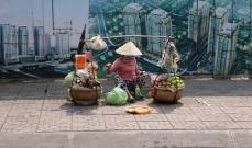 """Die typische vietnamesische """"Trage"""": Tragen, Abstellen, Verkaufen, ohne große Rüstzeiten."""