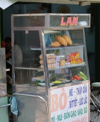 Typischer Baguette-Stand, einfach gestrickt.