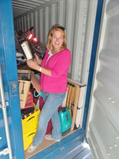 Kurzer Besuch in unserem Container (unserem Zuhause?) - alles, was wir eingelagert hatten, ist in gutem Zustand, was uns sehr beruhigte!