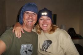 Die Vorbereitungen auf unsere 100-Tage-Safari laufen an. Mützen haben wir schon (es ist nachts bis zu 5°C kalt... bbrrr).