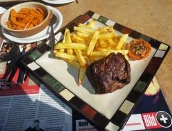 Kaum zu glauben, wie gut hier das Fleisch schmeckt. Steak, Wild - unvergleichlich, da waren wir platt.