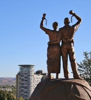Statue zur Unabhängigkeit Namibias.