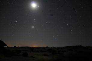 Nicht nur Sterne, es ist die Milchstraße (und der Mond).