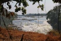 Der obere Flusslauf der Zambesi. Er speist die Victoria Falls.