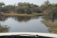 Wieder einmal ein Weg, der etwas unschön ausschaut - gut das wir ein prima Wagen (Toyota Hilux) von African Car Hire haben - damit kommen wir überall durch (kleine Schleichwerbung :-))