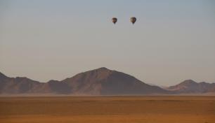 Die Ballonfahrer sind vor uns unterwegs.