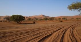 Wieder einmal Autofahren im tiefen Sand, toll, macht Spaß!