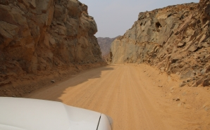 Unterwegs über die Berge und durch den Sand.