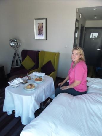 Warum nicht auch mal Roomservice nach 100 Tagen Camping?