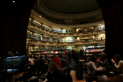 ... wenn aus einem Theater eine Bibliothek wird...