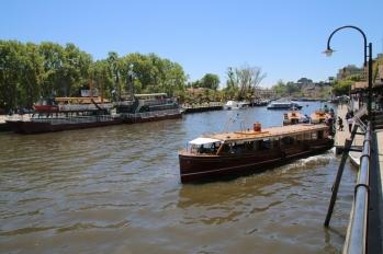 Besuch des Tigre-Deltas (kaum zu vergleichen mit dem Okavango Delta...). Ein sanfter Geruch von Kloake liegt über dem Fuss. Das hatten wir uns anders vorgestellt...
