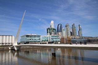 Hafengegend in Buenos Aires. Hat etwas von der Atmosphäre des Düsseldorfer Medienhafens.