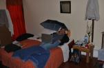 """Unser zweites Hostel in Mendoza, dass """"Punto Urbano"""" war nett und sehr gesellig, dafür regnete es etwas rein..."""