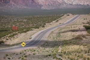 Der Weg in die Anden führt uns durch karges Land.