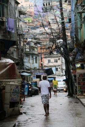 Straße in den Favelas.