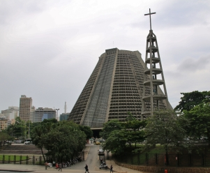 """Kirche """"Catedral Metropolitana de São Sebastião do Rio de Janeiro"""", mal eine andere Architektur."""