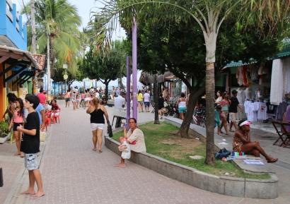 Fußgängerzone von Porto de Galinhas (Brasilien).