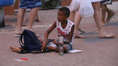 Verbreitet: Kinderarbeit in der Fußgängerzone (bevorzugt ist dabei das Bemalen bzw. Besprühen von Fliesen als Souvenir).
