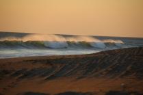 tolle Wellen, vor allem für Surfer und Boogie-Boarder