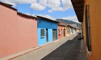 typische Straße in Antigua