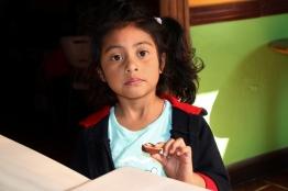 Sie hat unsere Schokolade gemocht, war wohl nur etwas schüchtern und überrascht, als sie probeessen sollte ;-)