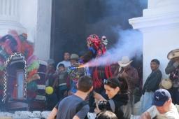 der Zeremonienmeister - mit Rauch und Feuerwerk