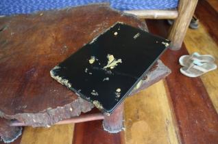 Die Hardware wird beansprucht - nach einem Abflug aus dem Rucksack heraus direkt in den Matsch - kaum zu glauben, dass das Notebook noch funktioniert!