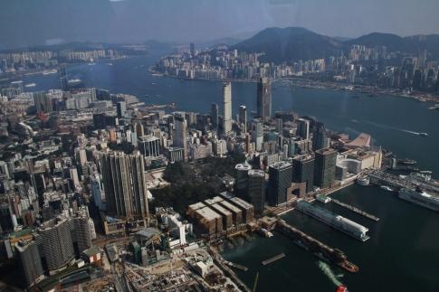 "Angekommen in Hongkong: Blick aus der ""Ozone Bar"" (ca. 500m)..."